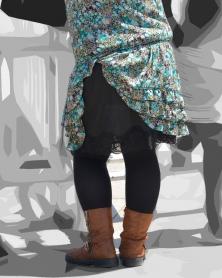 捲れ上がった花柄スカート