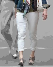 むっちり脚のタイトなホワイトパンツ