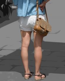 ホワイトショートパンツと生脚