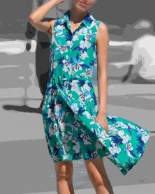 花柄ワンピを着こなす生脚スレンダーモデル