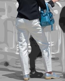 タイトなホワイトパンツ