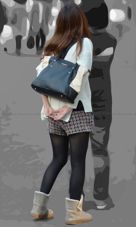 ■ ■ vol283-むっちり美脚を引き締める質感の良い黒タイツ