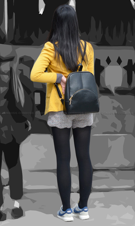 ■ ■vol287-魅力的なむっちり美脚の黒タイツ