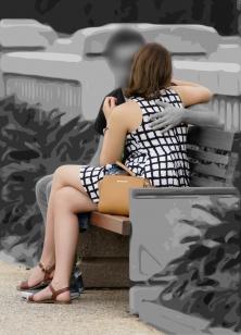 生脚がとても綺麗なワンピお姉さん