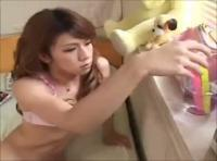 【エーぶイ かわいい 動画】ニューハーフお姉さんがアナルスティックオナニーを教えます!