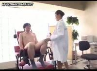 【熟汝無料動画サンプル】本当にエロい熟女女医さんのイヤらしい手コキで何度も射精したい!!!