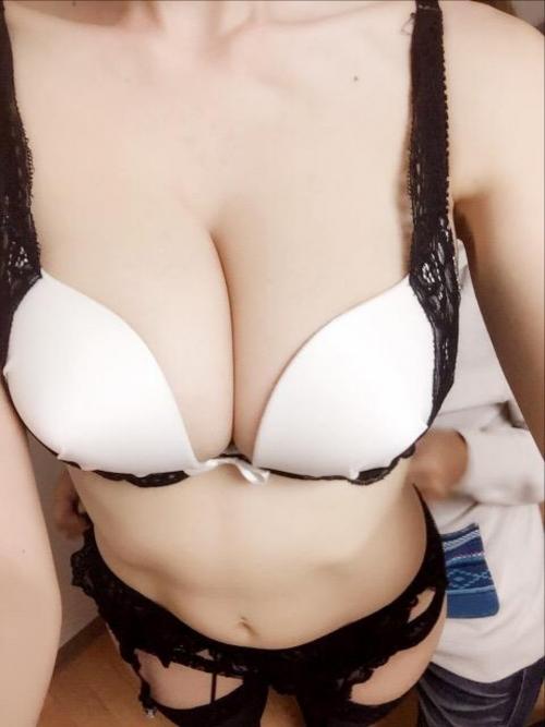 AV女優 おっぱいの谷間 Twitter画像 04