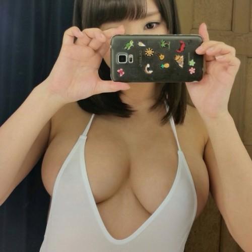 あやみ旬果 お乳が大きくなってきてる…? 『着衣お乳 想像3H本番 file.01』