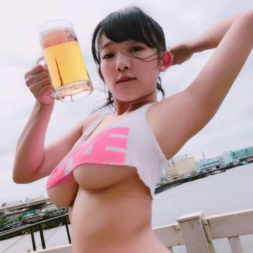 鈴木ふみ奈&柳瀬早紀&天木じゅん『爆乳・ビアガーデン』