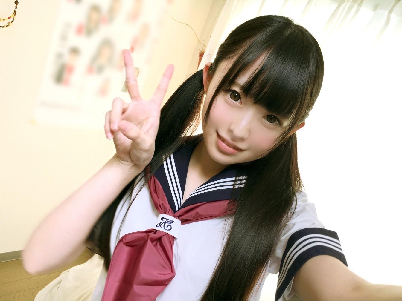 ユーチューバー「キラリ」 制服コスプレ 画像