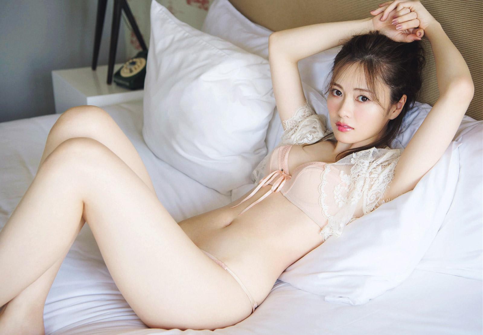 乃木坂46・白石麻衣 写真集『パスポート』