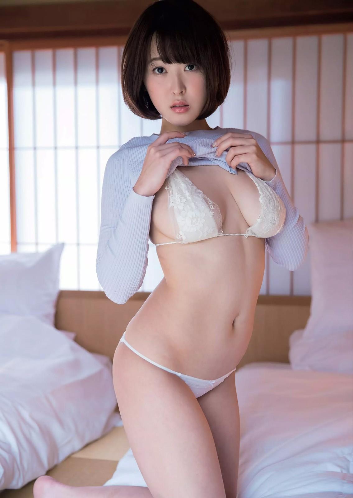 忍野さら Gカップ女子大生の谷間満開!下乳にあるホクロが色っぽい