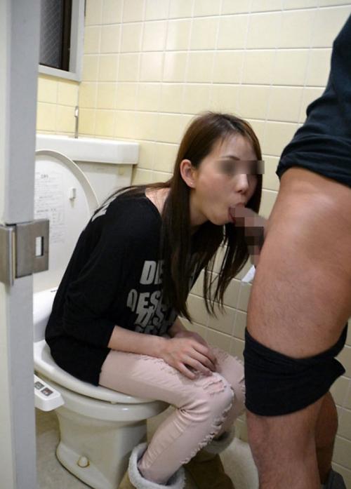 トイレでセックス 04