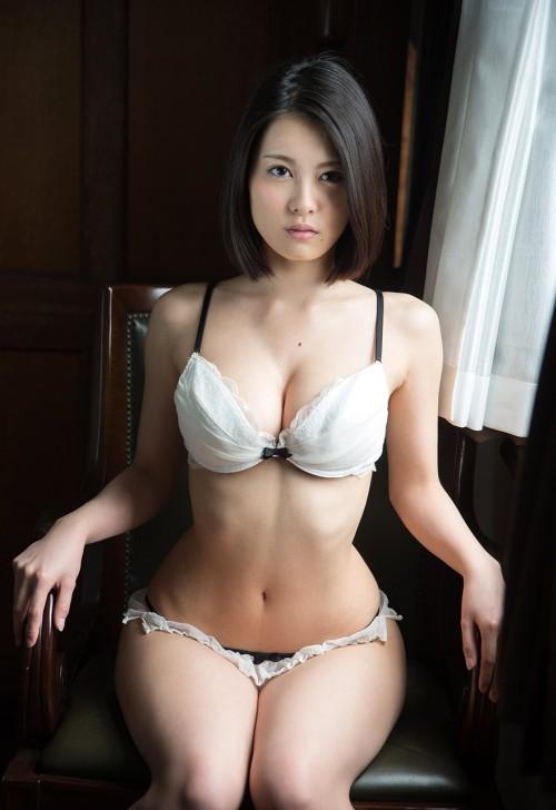 処女がよく着る白下着のエロ画像