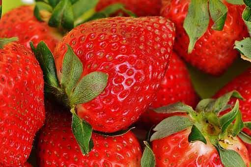 strawberries-1303374__340_mini_mini_mini_mini.jpg