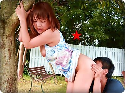 【無修正・楓ゆうか】【中出し】公園で硬直チ●ポの激ハメにアヘ顔の童顔娘||