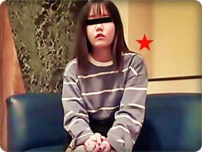 【無修正素人・中出し】幼げな顔をしてお尻を叩かれるのが好きと言う娘・21歳||