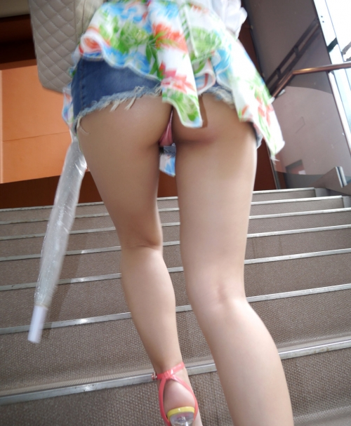 mini-skirt-panchira-panty-marumie-erogazou-02.jpg