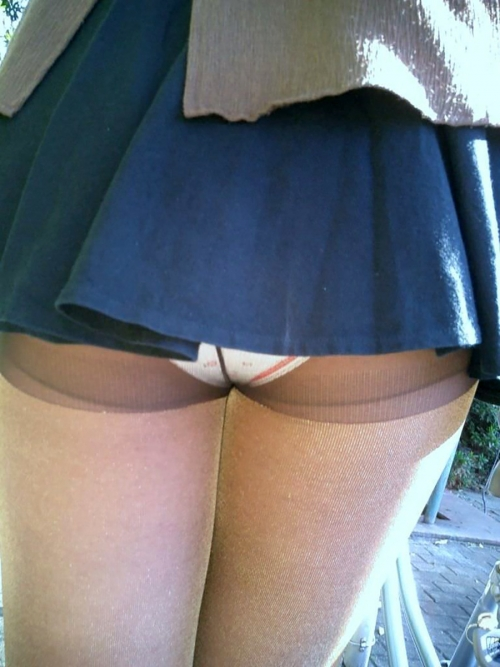mini-skirt-panchira-panty-marumie-erogazou-07.jpg
