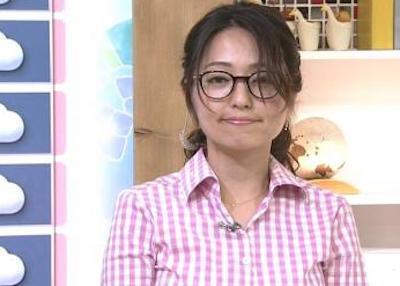 【画像】NHKの巨乳お天気お姉さん、首から上と下でヤル気が違いすぎるwwwwwwwwwwww