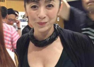 【エンタメ画像】【画像】斉藤由貴(50)ってこんなに巨乳だったのかよ。。。。。。。。。。。。