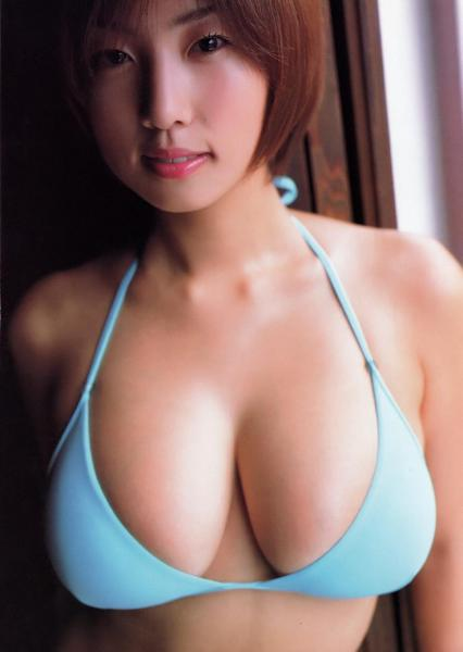 【エンタメ画像】【画像】小池栄子の乳挟み vs MEGUMIの乳挟み