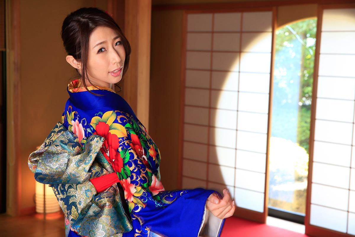 篠田あゆみのグラビア写真