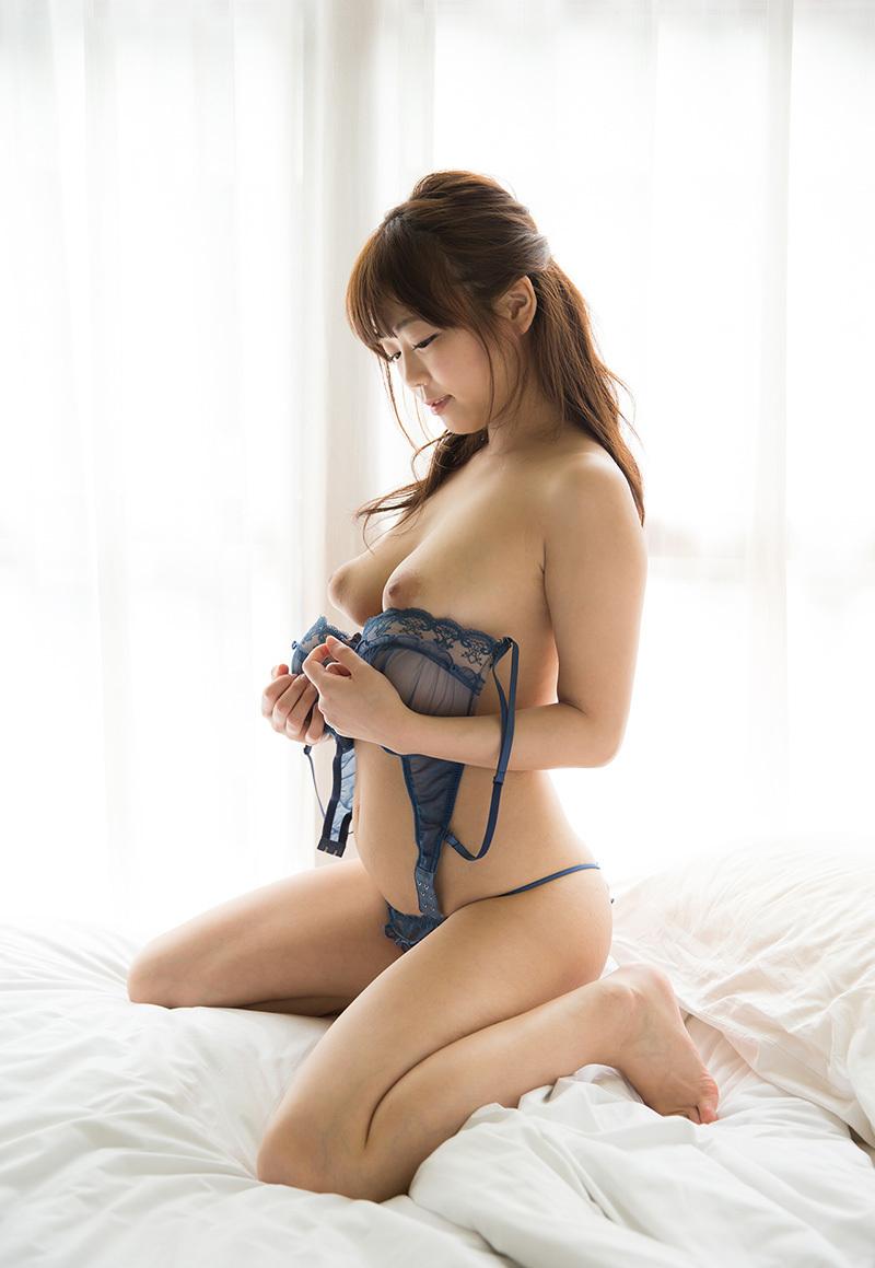(No.33945) 横顔 / 羽咲みはる