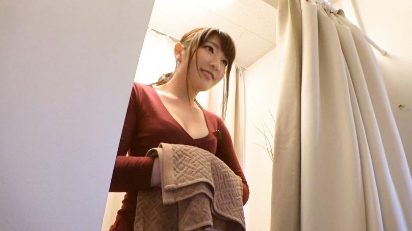 感じると乳首がたっちゃうエッチな体質の女wwwwピン立ちしてて恥ずかしがって着衣SEXを所望したが…w