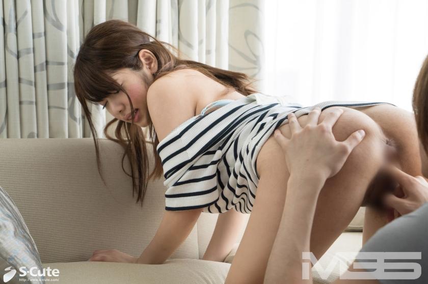 手マンされたら腰がピクピク動いちゃうスケベ下半身の女子の半脱ぎ状態でのSEXwwwww