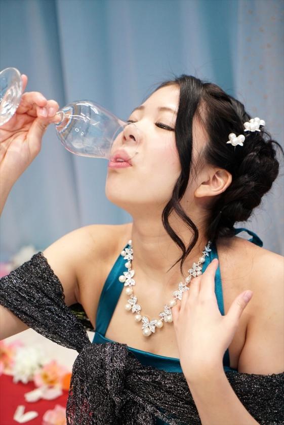 結婚式の2次会帰りのパーティードレス女子がマジックミラー号で酔っぱらいハメした結果wwwww