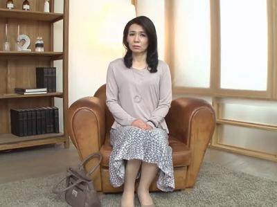 夫婦生活ブログアメブロでは見れないアダルティな50代人妻の美咲さんがAV男優の巨根でおまんこ絶頂するpornonab.日本人画像