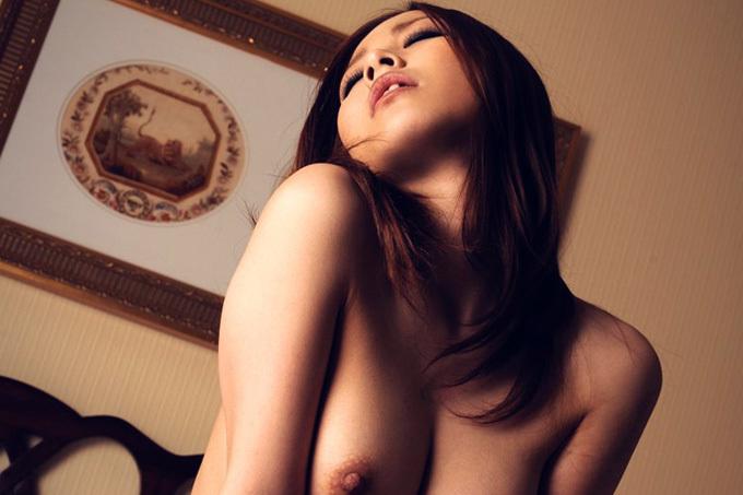 アダルト画像3次元 - SEXで腰振って感じてるねえさんの喘ぎ顔エロ画像