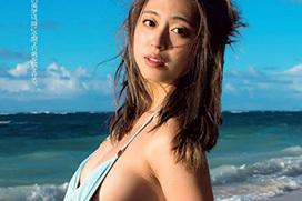 大川藍(23)の乳首が見えちゃいそうな水着脱ぎショット。