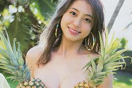 モデル大川藍、菊地亜美におっぱい揉まれまくる!めっちゃ柔らかそうな乳房してるな・・・