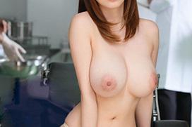 大きな乳房を力いっぱい揉んでみたい、美巨乳ヌードの女性たち