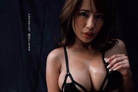 橋本梨菜(23)「黒光りする巨乳はエロいでしょ?」⇒日本一黒いグラドルが変態ビキニwww(画像あり)