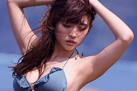 浅川梨奈(18)の身体がドスケベすぎる!水着からおっぱいが零れ落ちそうなんだがwww