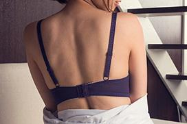 男を勃たせる…誘惑するえっちなお姉さんのエロ画像