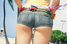 夏はやっぱりショートパンツ!尻肉の食い込み具合最高!
