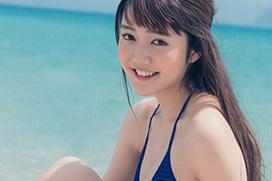 松川菜々花 晴れた日の海で可愛さ全開の水着グラビア