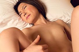顔を歪めてイキまくる…セックス画像