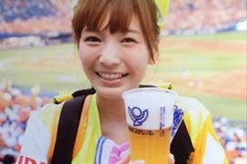 可愛すぎるビールの売り子・ほのか(20)のエロ水着姿