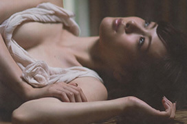 乃木坂46の白石麻衣のオッパイがエロいセクシーグラビアwww