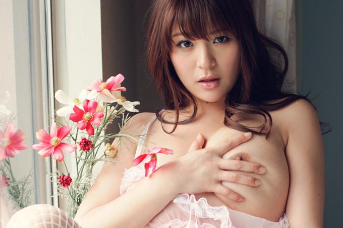 美麗グラビア × めぐり 綺麗な花と妖しい誘惑