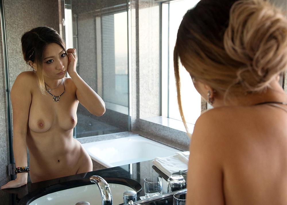 鏡 ヌード 画像 24