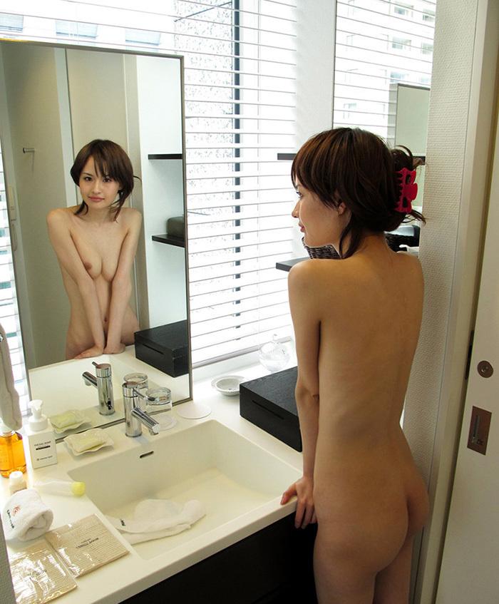 鏡 ヌード 画像 9