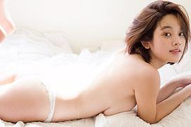 レースの透け透け下着を脱いでパンイチ状態!筧美和子(22)の過激グラビア