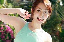 谷桃子 ハイレグ競泳水着のマンコもっこり画像