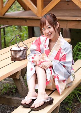 篠田ゆう ログハウスに一泊…そして浴衣セックス